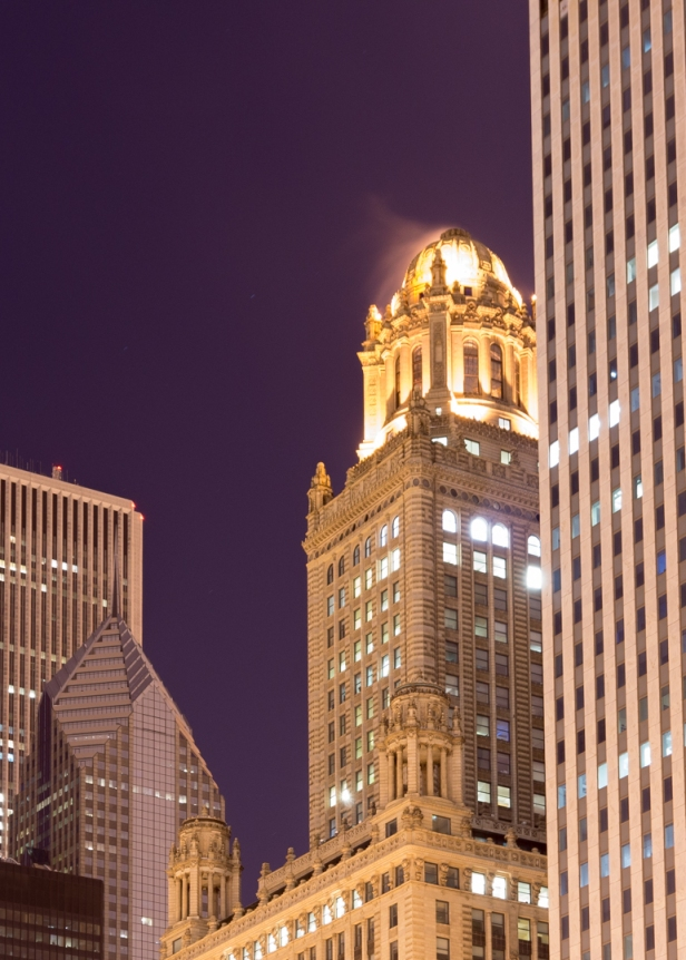 The Jewelers building late at night in Chicago. A 20 second exposure gave it a nice glow but veiled look.