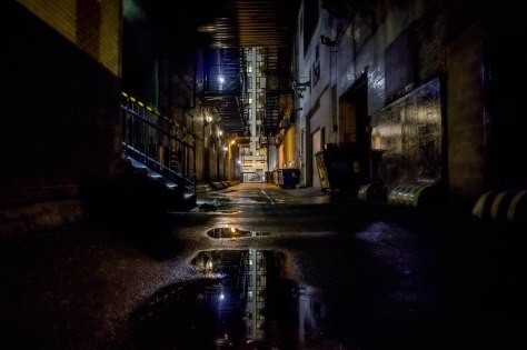 A Chicago alley waiting for an escaping detective.